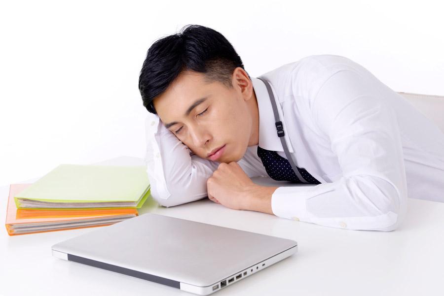 オフィスで快適に仕事をするために上手に仮眠を取るポイント