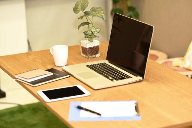 自宅オフィスを快適に!仕事と生活のスペースを上手に区切るレイアウトのコツを紹介